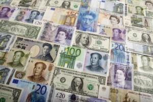 billets-banque-devises-différentes-euro-dollar-pound-livre-yuan